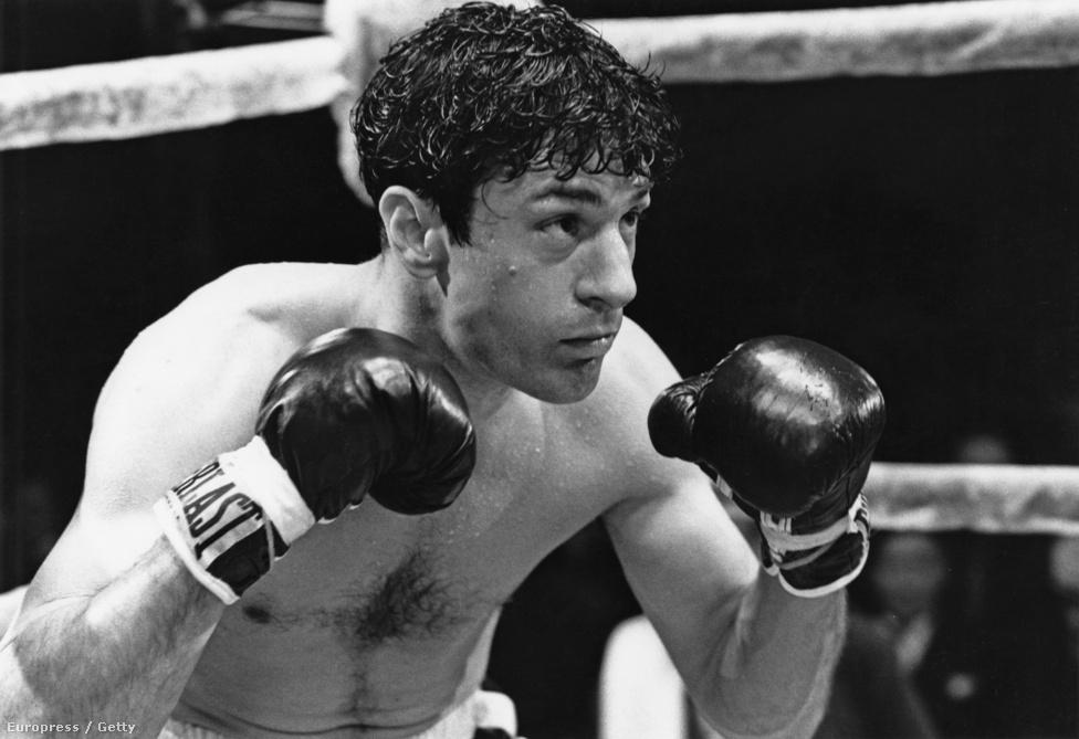 Ezekben az években De Niro egyszerűen nem tudott hibázni. Az 1980-as Dühöngő bikáért elnyerte második Oscarját. A sikeres, de a sikert élvezni, azzal élni nem tudó bokszoló, Jake LaMotta szerepének kedvéért 30 kilót hízott. Fanatizmusa, elszántsága ekkoriban vált legendássá Hollywoodban.