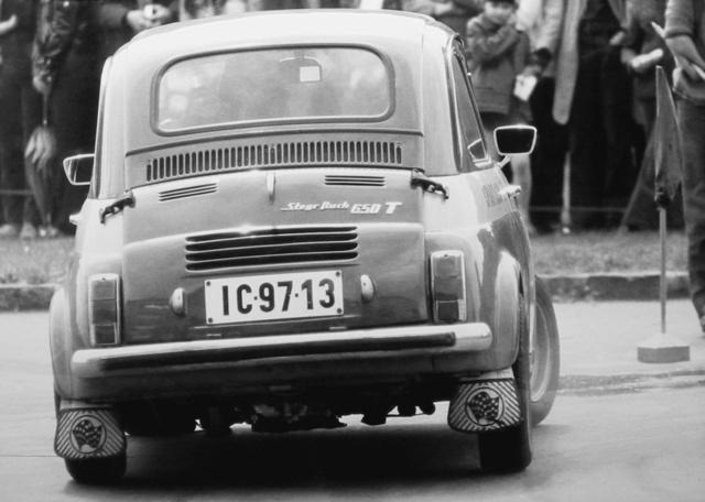 TR-esített 650 T. Jól látszik a Monte-Carlo kipufogórendszer négy csöve