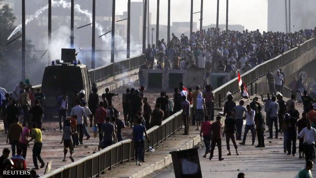 2013-08-14T163042Z 495630141 GM1E98F01CZ01 RTRMADP 3 EGYPT-PROTE