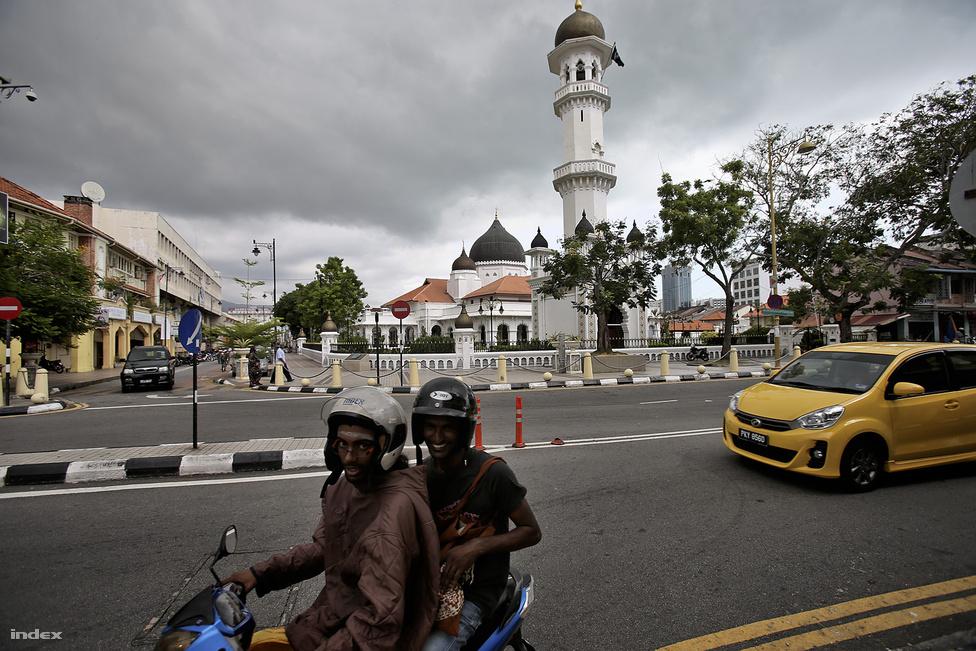 Penangon stratégiai elhelyezkedéséből adódóan virágzott a fűszer, rizs vagy éppen                         ópiumkereskedelem, így a kikötőváros, Georgetown lakói leginkább kereskedők voltak.