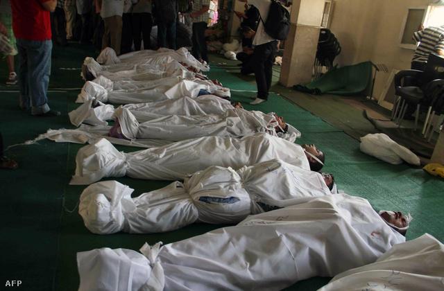 Murszi pártiak holttestei sorakoznak a mecset padlóján