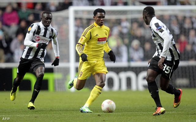 Samuel Eto'o a Newcastle elleni összecsapáson az Európa Liga tavaszi fordulójában