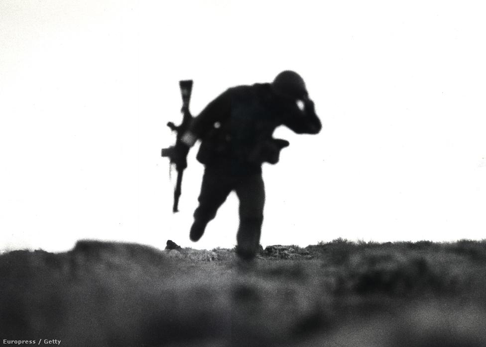 A sikeres mozgósításnak köszönhetően Irán 1982-re visszafoglalta a megszállt területeket és Irakba is betörtek, a harcok ettől kezdve többnyire Irakban folytak tovább. A harcokra egyszerre volt jellemző az első világháborús harci taktika, valamint a modern fegyverek bevetése.