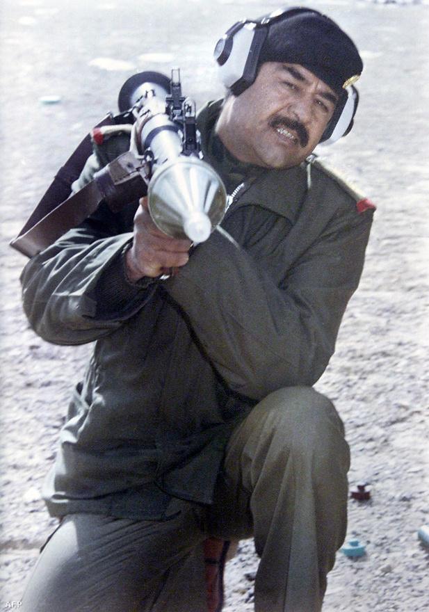 Irak elnöke, Szaddám Huszein szerette volna megszerezni az olajban gazdag iráni Khuzesztán tartományt, amelyet Irakhoz hasonlóan többségében arabok laktak, szemben a perzsa Iránnal. Szaddám ezzel az arab világ vezető hatalmává akarta tenni Irakot. A darabokra hullott iráni hadsereg könnyű célpontnak tűnt Szaddámnak.