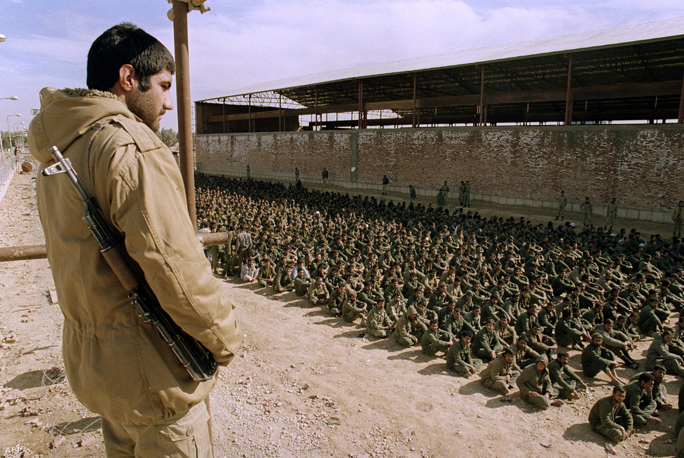 Iraki hadifoglyok Iránban. Az utolsó hadifoglyokat csak 2003-ban cserélte ki a két ország.