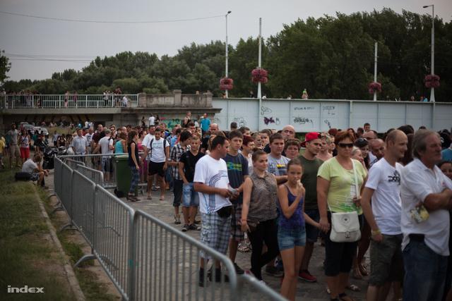 Hatalmas tömeggel indult a SZIN
