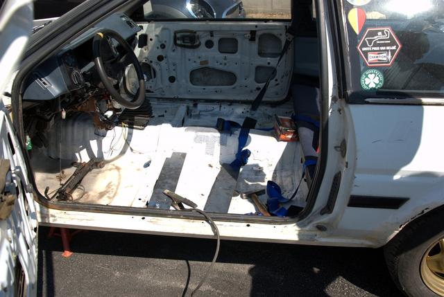 Nem gondoltuk volna, hogy ennyire nincs hely egy tetőablakos AE86-ban