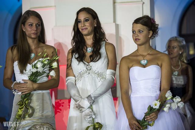Ez sajnos nem az esküvő, hanem a tavalyi Anna-bál, de mindegy