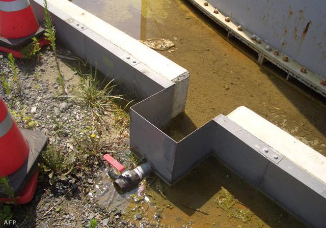 Az egyik fukusimai tartályból szivárgó víz