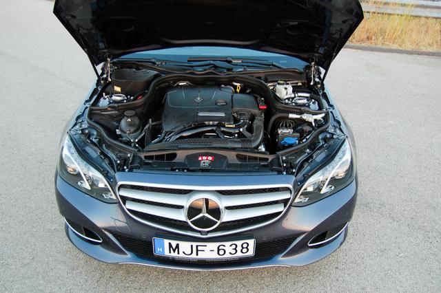 Motor hosszában, hátsókerék hajtás, igazi Mercedes