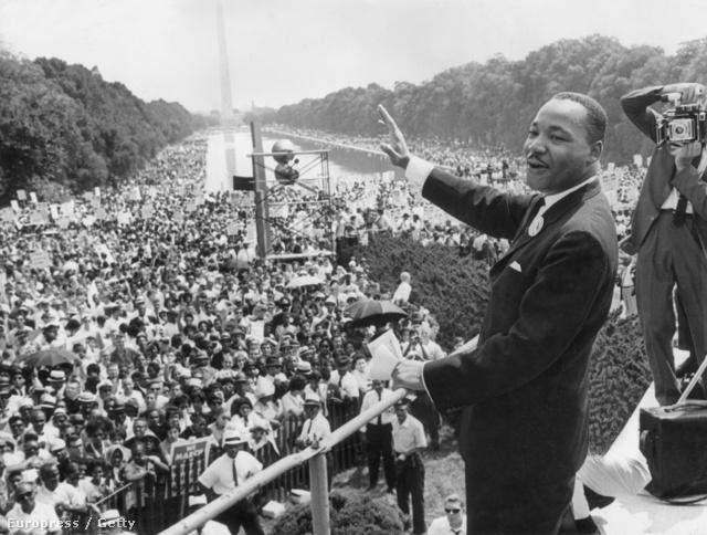 Martin Luther King a Lincoln Emlékműnél felállított színpadon