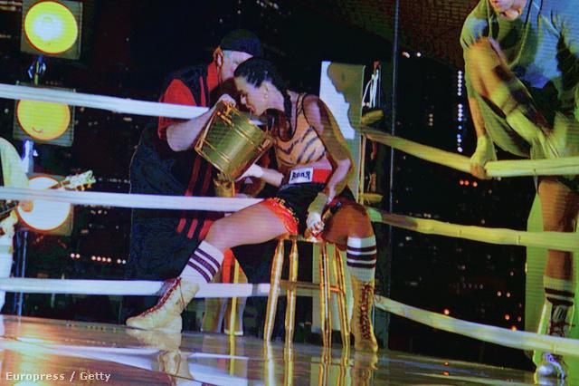 Katy Perry a Video Music Awards színpadán