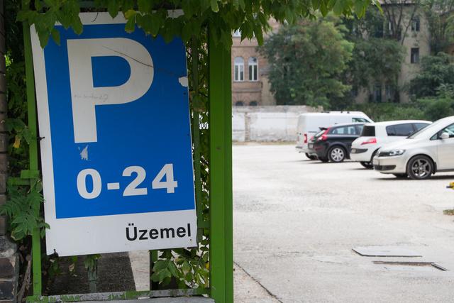 Őrzött, 0-24, és nem kell parkolóhelyre vadászni