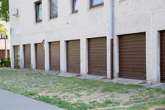 Alacsony és szűk garázskapuk, ezeket még nem SUV-kre tervezték