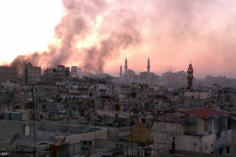 Homsz is egyik volt azoknak a városoknak, ahova eredetileg kimentek volna az ENSZ vegyifegyver-szakértői, de végül csak a                          damaszkuszi helyszínt vizsgálták meg az                          augusztus 21-i támadás nyomai után kutatva. A                          felkelés kezdete óta csak Homszban 1770                          halottról tudnak.