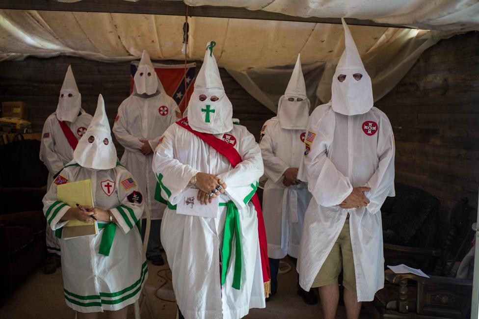 Konklávét, azaz titkos gyűlést tart a Traditionalist American Knights valahol Missouriban.