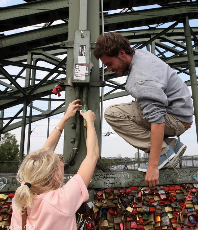 Szerelmespár a Hohenzollern-hídon