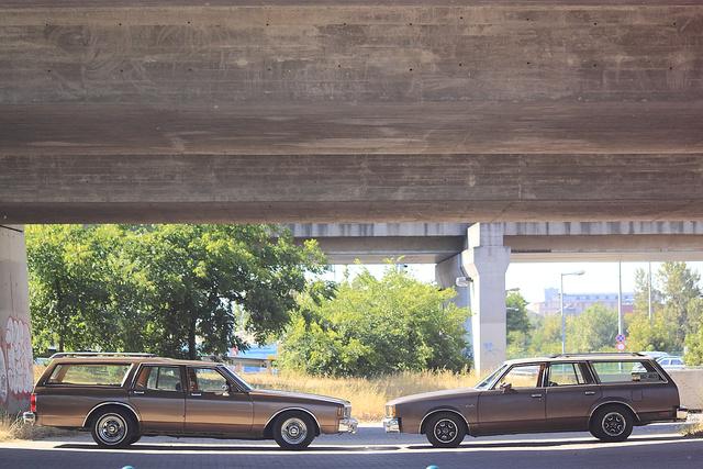 Az Impala látványosan nagyobb, pedig a Cutlass is öt méter