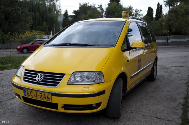 Új, sárga taxi