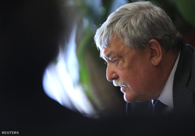 Csányi Sándor az OTP-részvényeladás után tartott sajtótájékoztatón