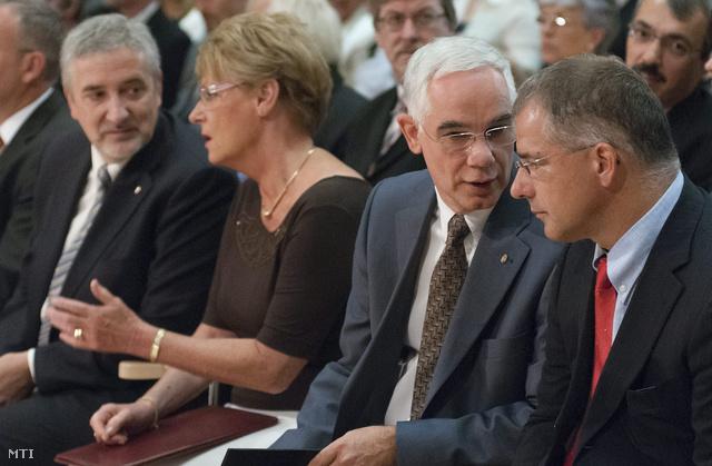 Halász János, Hoffmann Rózsa, Balog Zoltán és Kósa Lajos (b-j) a Kölcsey Központban tartott debreceni Nemzeti Tanévnyitón