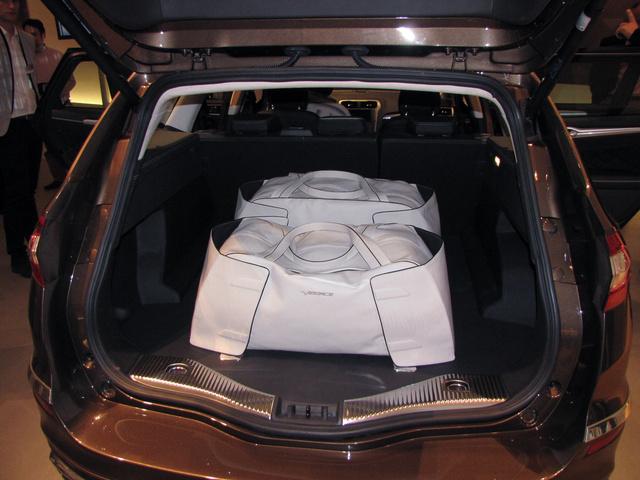 Luxus kombiba luxus táskák illenek - természetesen ezek is Vignale feliratúak