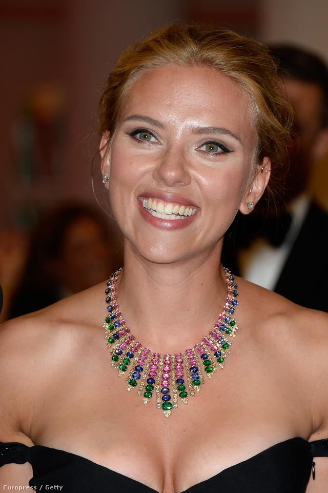 Scarlett Johansson szemből