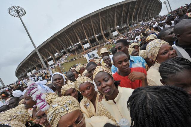 Az Amadou Ahidjo stadion Kamerunban utoljára XVI. Benedek pápa látogatásán telt meg