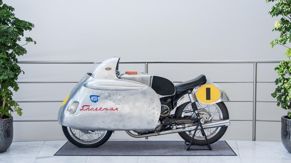 AZ NSU Sportmaxot ma utcai versenymotornak hívnánk, a speciális idomot alumíniumból kalapálták kézzel. 1953-1960 között készült