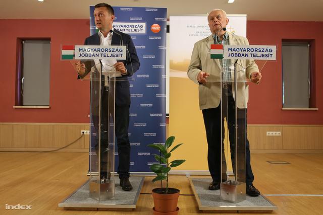 Rogán Antal és Harrach Péter a frakcióülés szünetében tartott sajtótájékoztatón