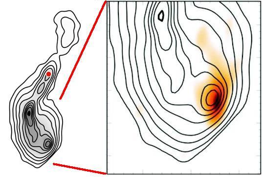 A 4C 12.50 rádióforrás belső régiójának komplex szerkezete az 1.3 GHz frekvencián készült kontinuum VLBI térképen (balra). A központi fekete lyuk helyét piros körrel jelölték meg.