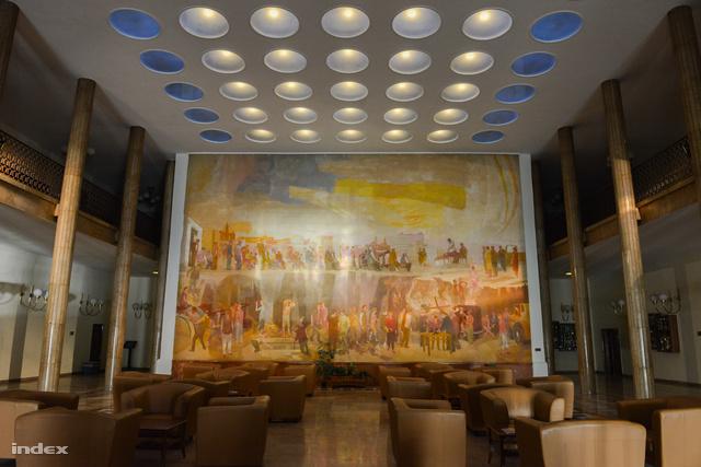 Keményvonalas kommunista templomi freskó vagy a rendszer gigaméretű bírálata?