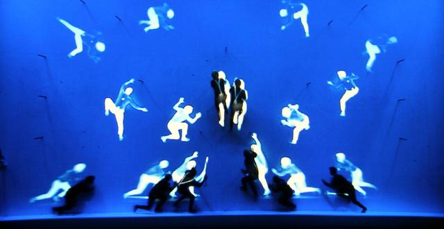 A mozgáskövető projektorok és a profi technika kombinálva az artistákkal igazán látványos show-műsort eredményeztek.