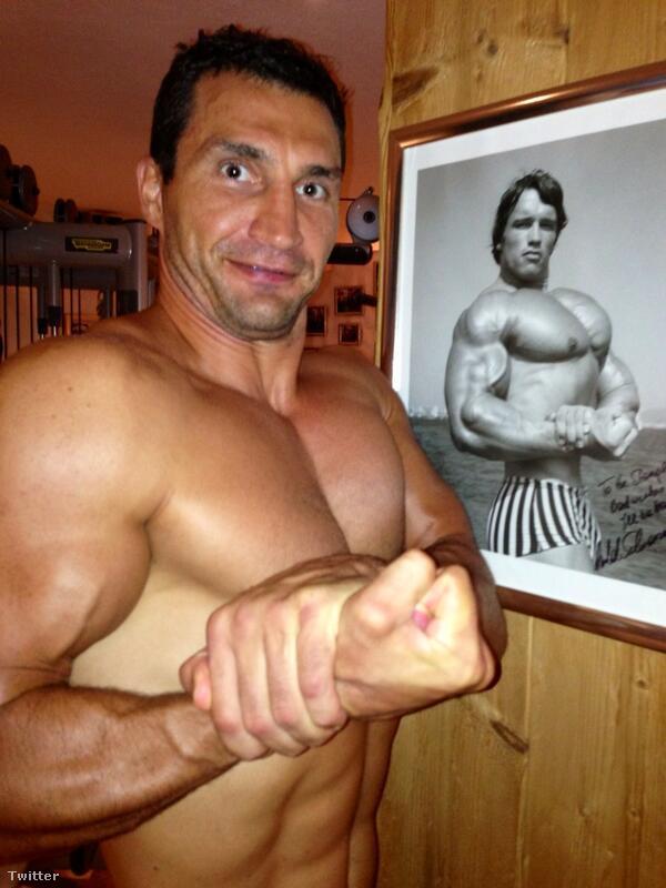 """""""12 éves korom óta próbállak behozni"""" – írja Klitschko Schwarzeneggernek ehhez a fotóhoz"""