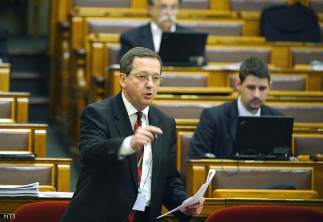 Illés Zoltán a parlamentben (2013. május 28.)