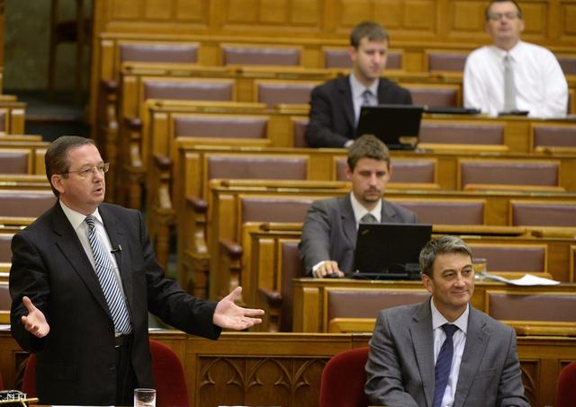 Illés Zoltán környezetvédelmi államtitkár válaszol Szél Bernadett LMP-s képviselő napirend előtti felszólalására.
