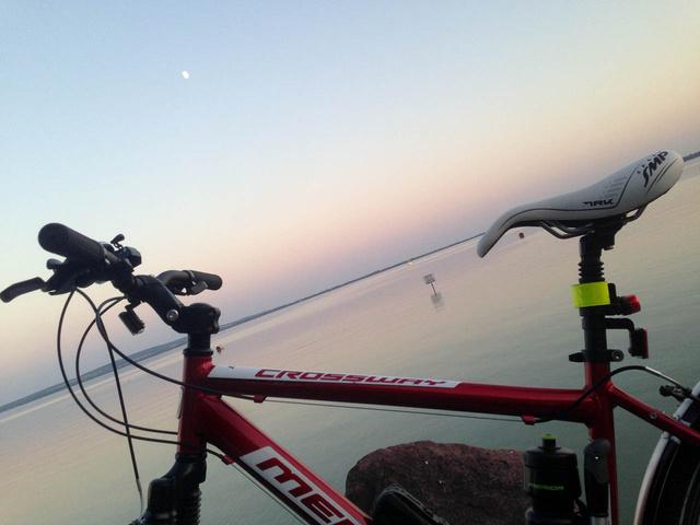 A biciklis pályafutásom eddigi csúcsa, a Libás strandig tartó egész napos kirándulás.  Ott figyel a szép új TRK nyereg