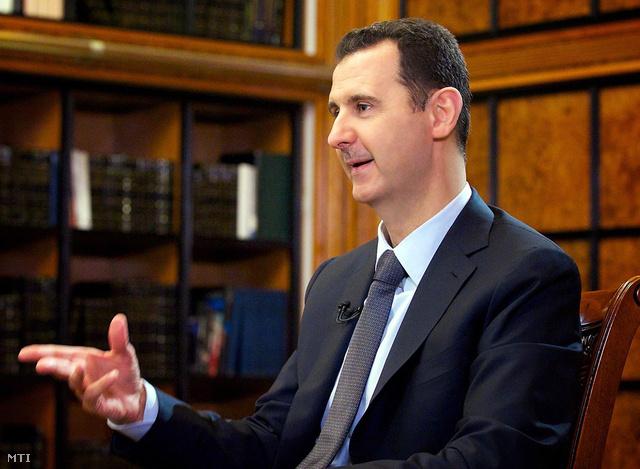 A SANA szíriai állami hírügynökség által 2013. szeptember 10-én közreadott képen Bassár el-Aszad szíriai elnök interjút ad az orosz Rosszija 24 állami hírtelevíziónak Damaszkuszban