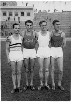 1953. szeptember 23-án 4x1500 méteres váltóban világcsúcsot futott a Garay, Béres, Rózsavölgyi, Iharos összeállítású csapat