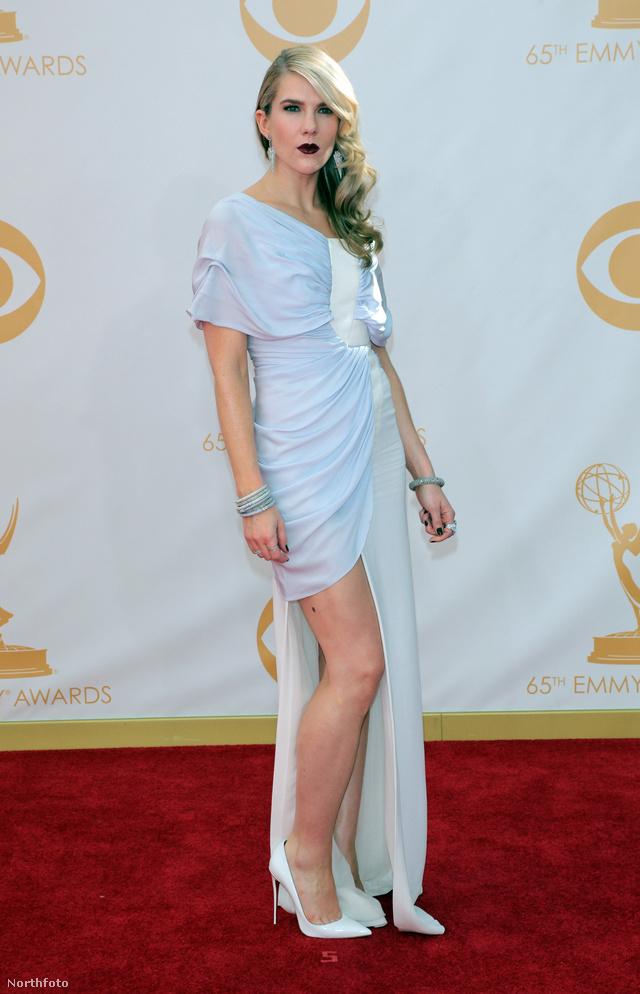 Lily Rabe az American Horror Storyból érkezik a gálára a vörös szőnyegen