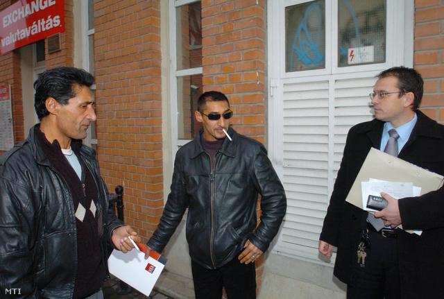 Burka Ferenc, fia, ifj. Burka Ferenc és ügyvédjük, Zeke László 2007. február 7-én