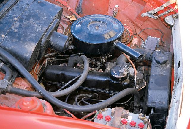 Ez a kisebbik motor. Gyengébb, de tartósabb volt az 1,2-esnél