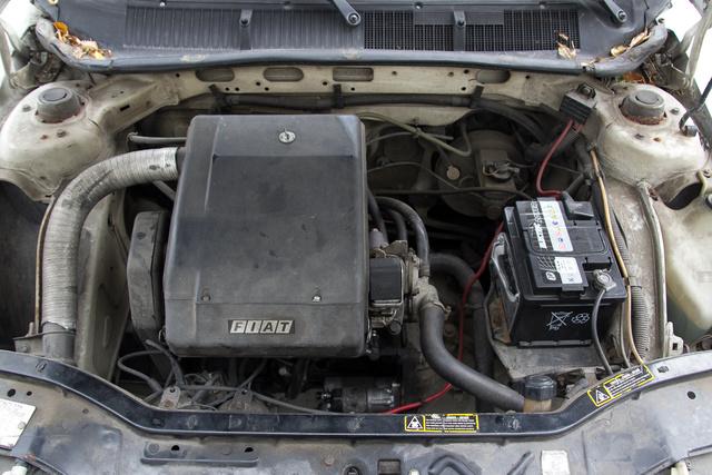 Amikor még volt funkciója a motorfedélnek: a nagy fekete doboz a légszűrőház