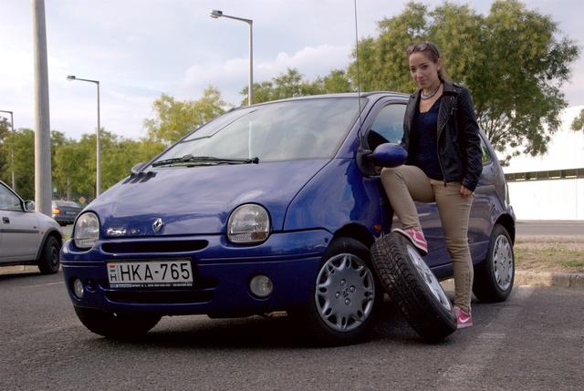 Első autója. Emlékeznek, önök mennyire szerették az elsőt? Ő is.