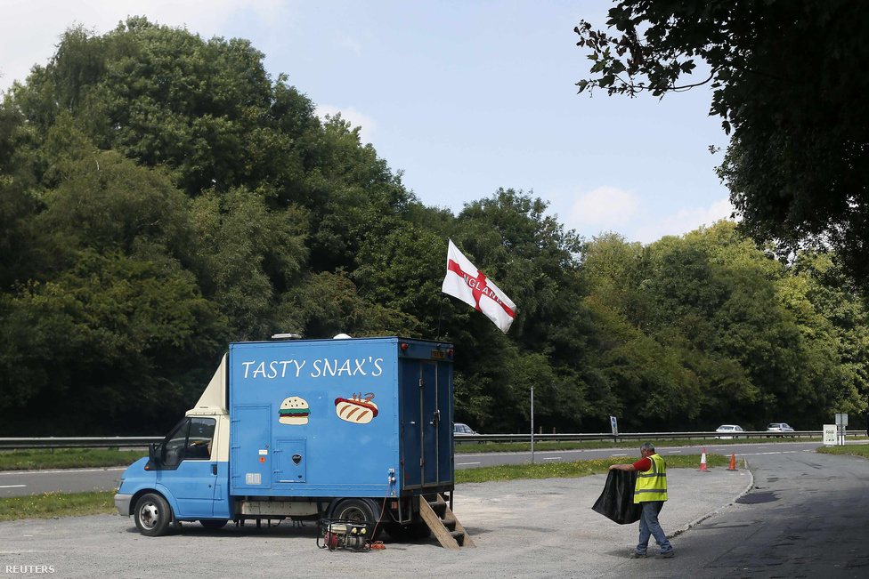 Dél-Anglia, Caterhalm közelében, A22-es út.                         Tasty Snack.