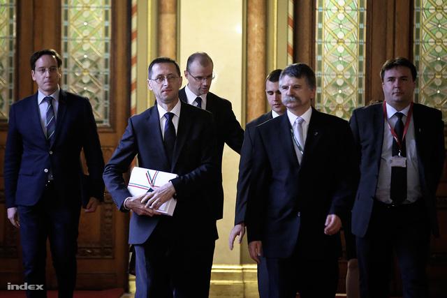 Varga Mihály a jövő évi költségvetés tervezetével érkezett