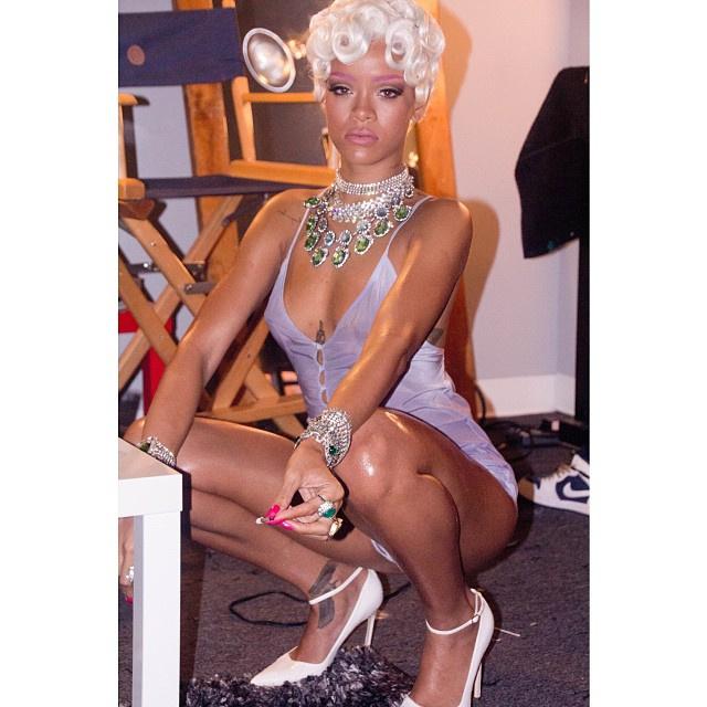 Rihanna tud guggolni