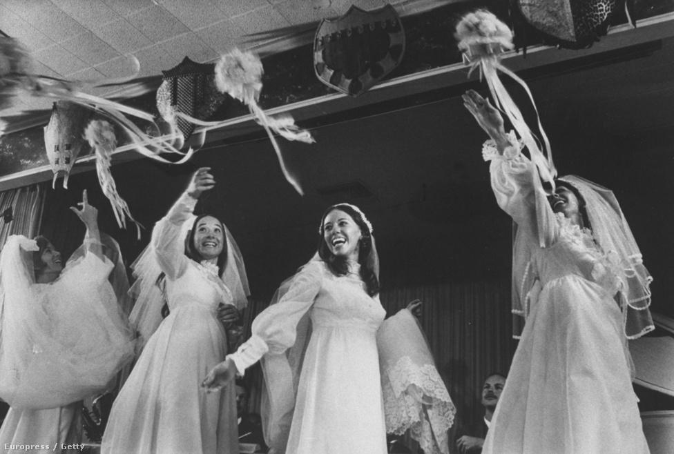Jeanette, Janice, Joanie és Judith Hund, négy nővér, akik egyszerre házadotak,1971-ben.