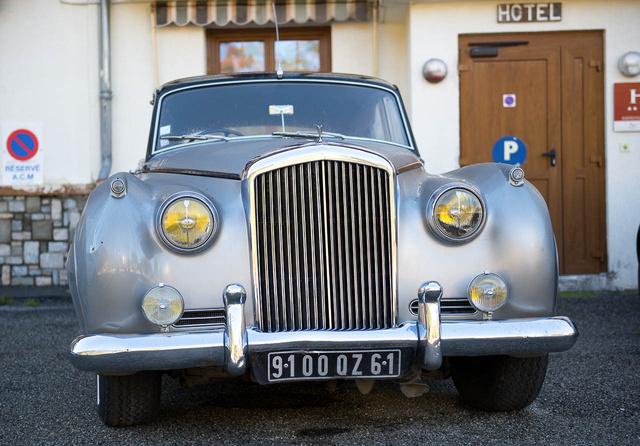 Egy Bentley valahol a francia Alpokban