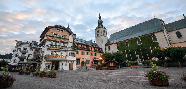 A Place de l'Eglise napkeltekor